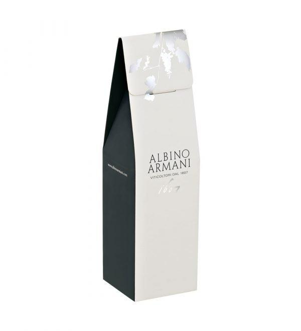 Confezione da 1 bottiglia (0,75 lt).  Astuccio portabottiglie firmato Albino Armani.